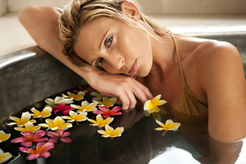 分享以天然精油芳療法,好好照顧更年期的女人